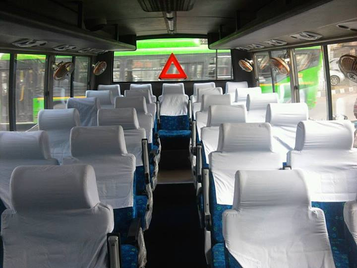 Mini Bus Hire For Family Holiday Group Tour