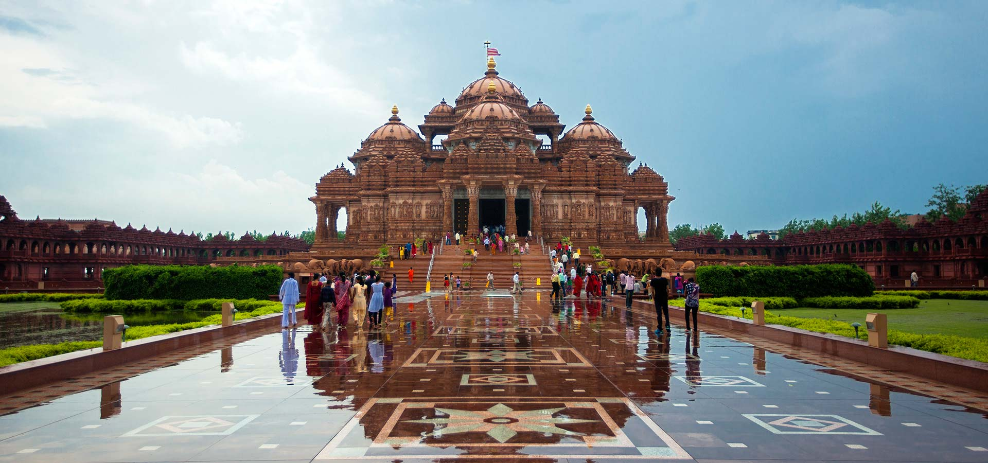 Experience a holy visit to Akshardham Temple