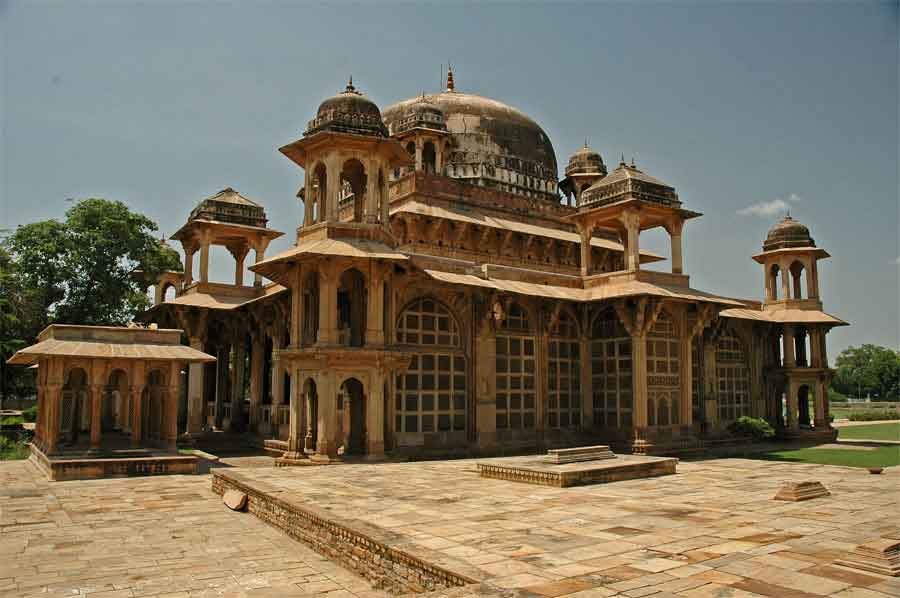 Choose Tempo Travelling To Gwalior For A Unique Holiday Experience
