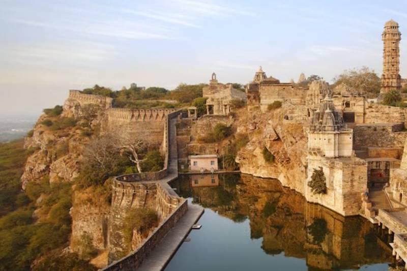 Delhi - Mandawa - Khimsar - Jaisalmer - Jodhpur - Ranakpur - Kumbhalgarh - Udaipur - Chittaurgarh - Bundi - Jaipur - Bharatpur - Fatehpur Sikri - Agra - Delhi