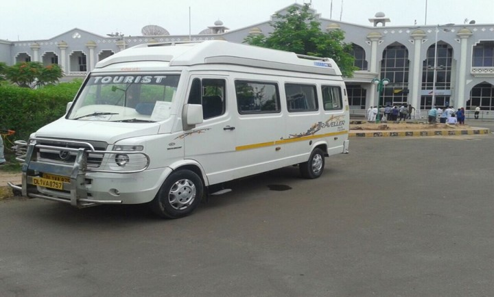 14 Seater Tempo Traveller