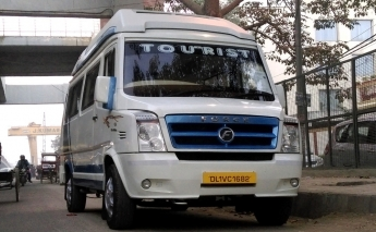 8 Seater Luxury Tempo Traveller