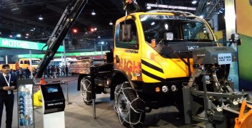 Tata truck in auto expo noida 2016