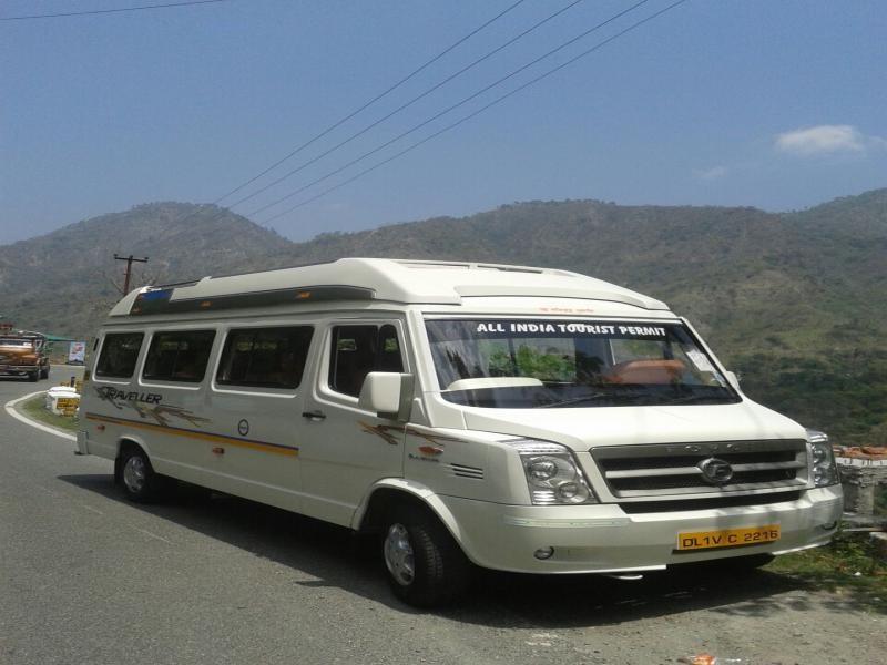 Delhi Luxury Tempo Traveller Picture