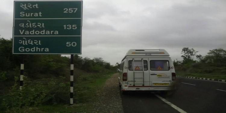Tempo traveller mumbai tour