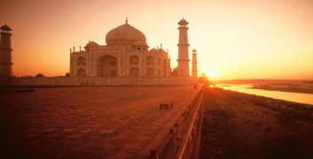 Japji Travel Taj mahal Picture in june month