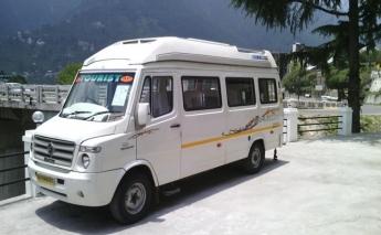 13 Seater Tempo Traveller