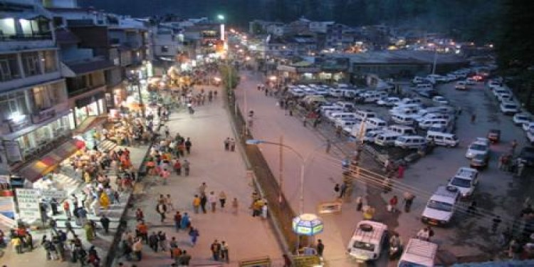 Mall road manali in may month