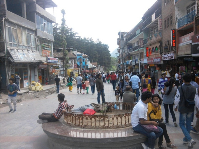 Manali mall road image